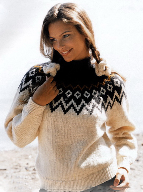 Пуловер спицами с жаккардовым узором
