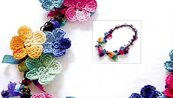 Цветочные бусы крючком