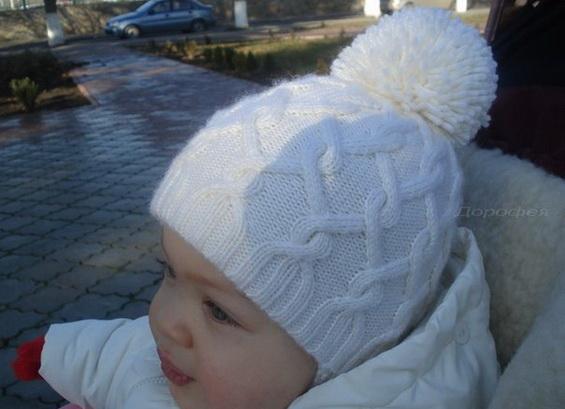 Детская шапка спицами: модель шапочки со спиральными косами