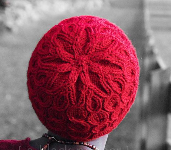 Шапка спицами «Coline Hat» от Lucy Sweetland