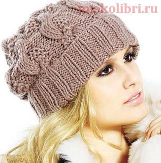 Красивая теплая шапка спицами «Модные косы»