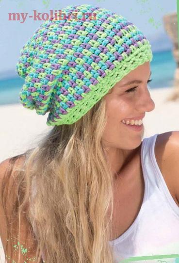 Разноцветная шапка крючком «Бини»