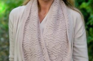 Круговой шарф спицами «Облачко»