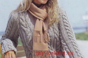 Молодежный свитер спицами с V-вырезом и крупными косами_2