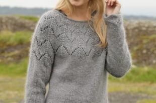 Мохеровый свитер спицами с круговой кокеткой