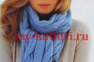 Объемный берет и шарф спицами узором из крупных кос