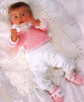 Кофточка и пинетки крючком для новорожденных