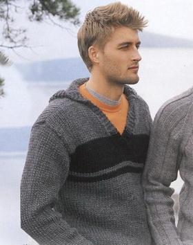 Мужской свитер спицами с капюшоном