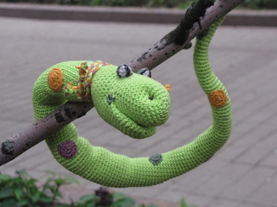 Змея крючком — символ 2013