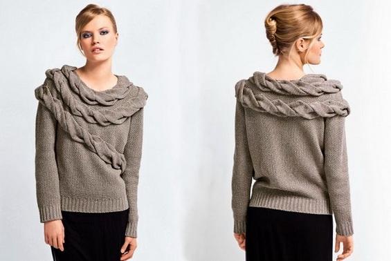 Модный свитер спицами жемчужным узором с косами