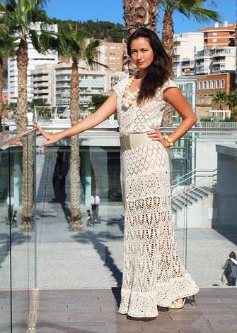 Вязаное летнее платье с чем носят