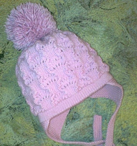 Шапка спицами для ребенка: двойная шапочка ажурным узором с ушками