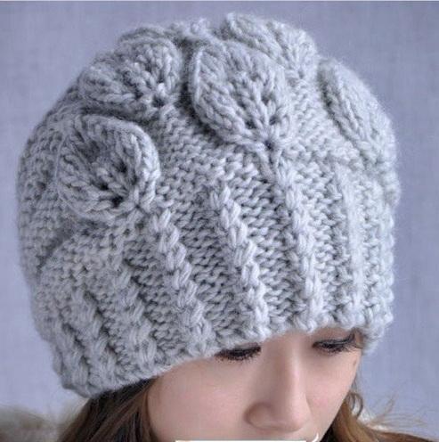 Вязание спицами шапки крупной вязкой (растительный узор)