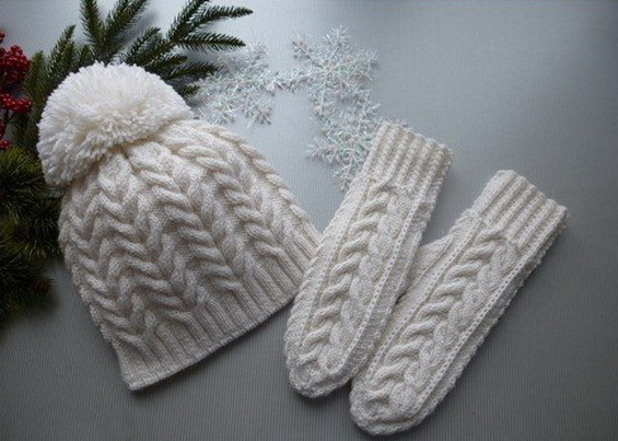 Вязание шапки спицами с косами