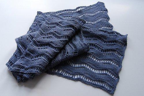 Ажурный шарф спицами растительным узором