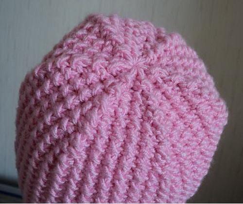 Простая шапка с ушками спицами