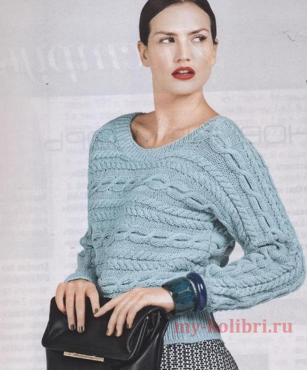 Модный пуловер спицами узором из поперечных кос
