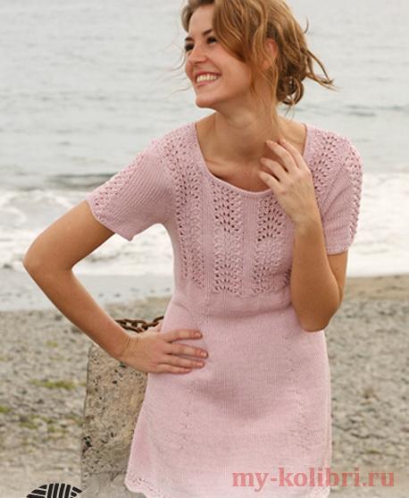 Платье спицами с ажурными дорожками на кокетке