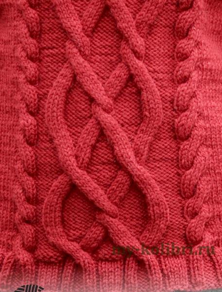 Модный свитер спицами с аранами и высоким воротником гольф