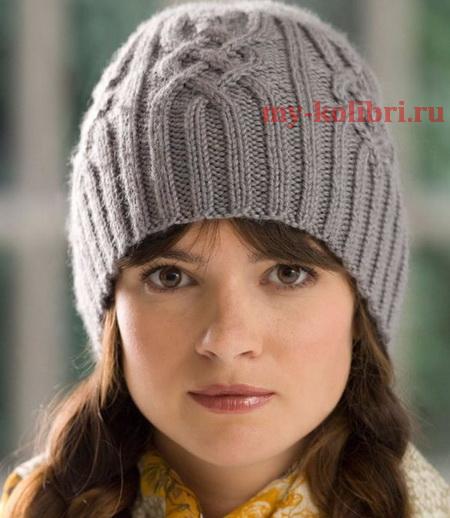 Модная шапка спицами с красивыми аранами