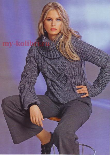 вязаный пуловер спицами с асимметричными рукавами