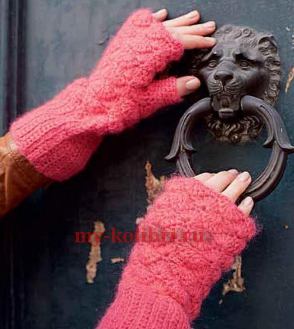 Шапка крючком в комплекте шарфом и митенками 1