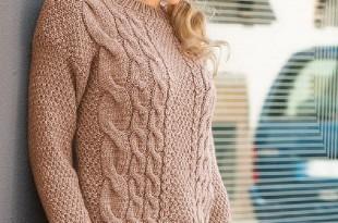 Модный свитер спицами жемчужным узором и косами
