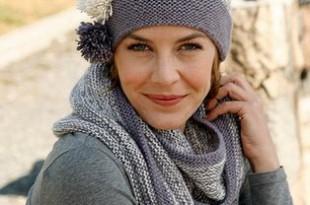 Шапка спицами с помпонами и круговой шарф